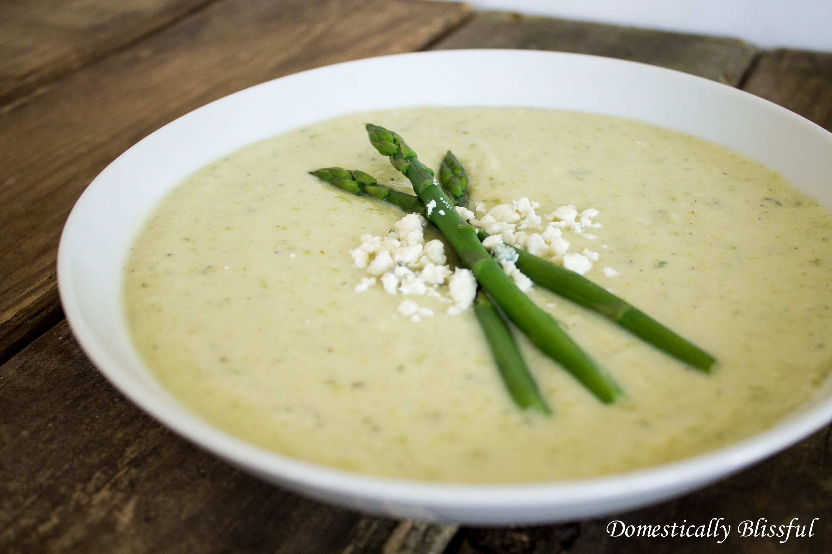 Creamy Potato Pesto and Asparagus Soup