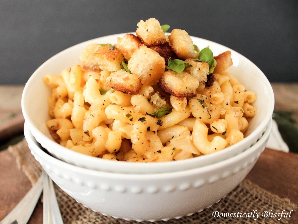Baked Roasted Garlic Macaroni and Cheese