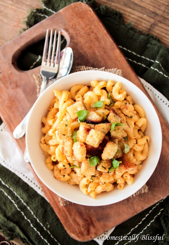Roasted Garlic Mac and Cheese