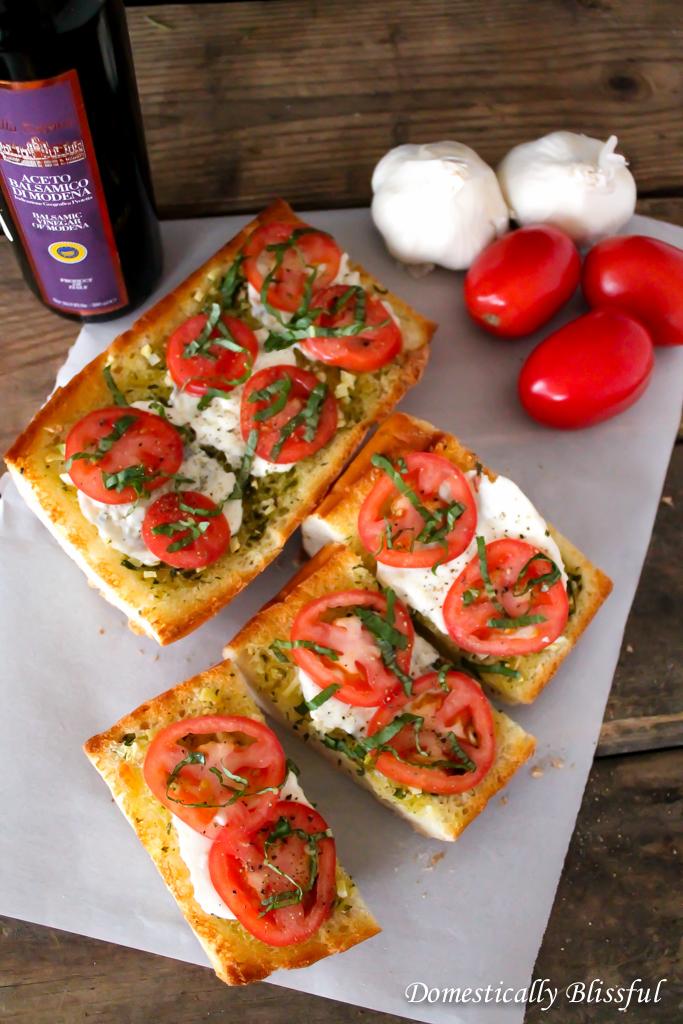 Garlic Bread with Mozzarella & Tomatoes