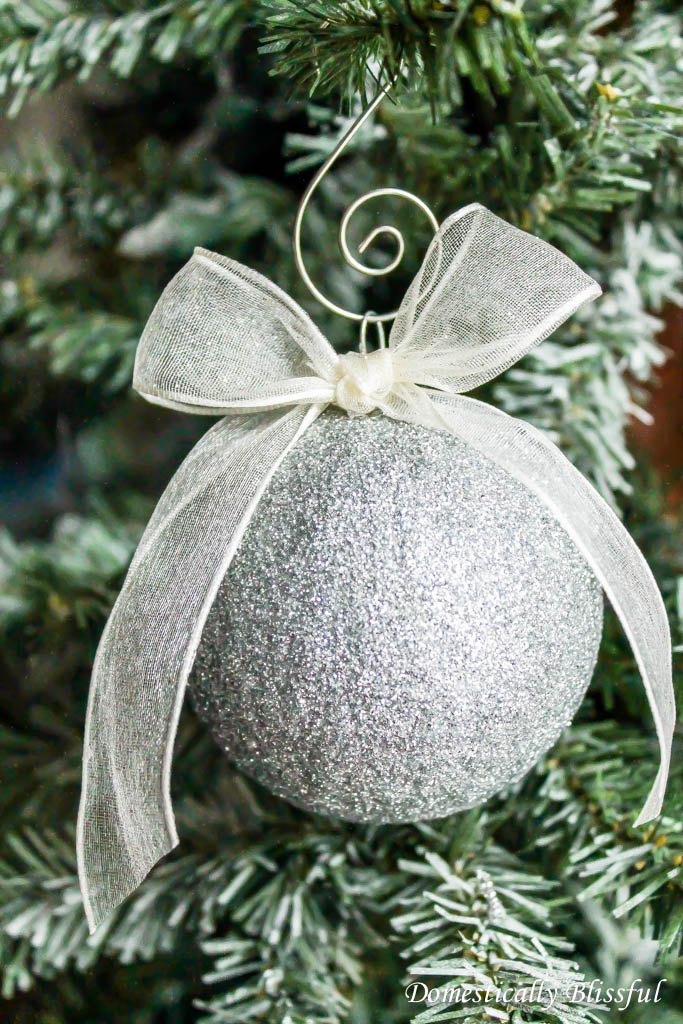 DIY Sparkling Glitter Ornament