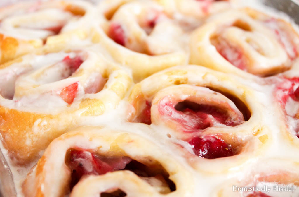 Easy Strawberry Sweet Rolls are a deliciously quick sweet treat that is perfect for breakfast, brunch, or dessert!
