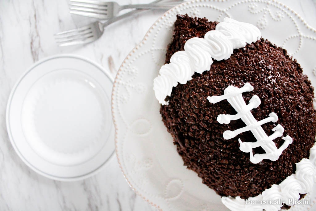 How to Throw a Game Day Party for Two for date night that is totally awesome!