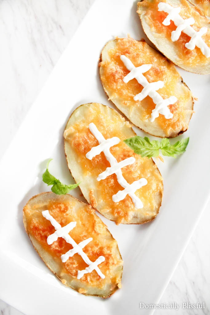 5 Easy Money Saving Super Bowl Party Recipe Tips that will help make your Super Bowl party a success!