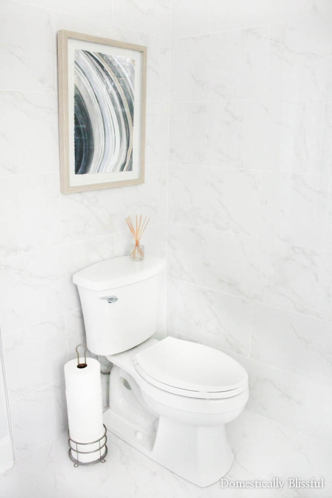 5 simple tips to decorating a modern bathroom like a minimalist pro.