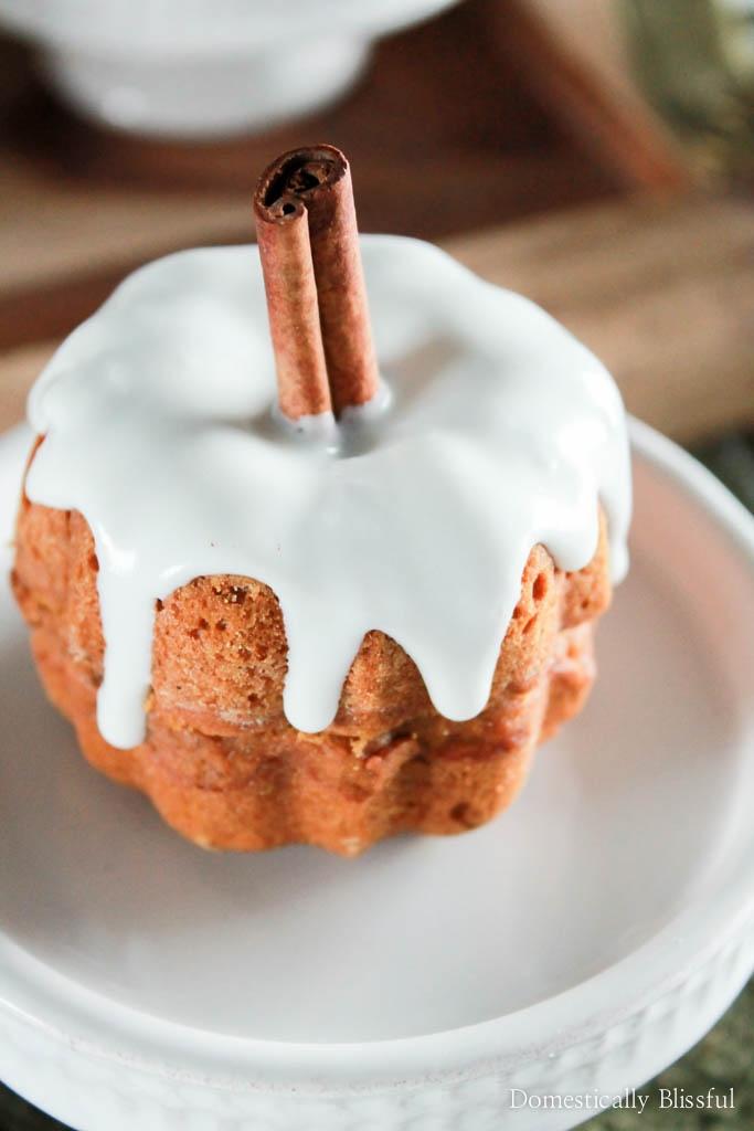 Thanksgiving Mini Bundt Cakes