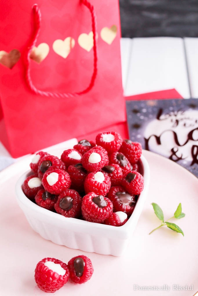 You only need a few ingredients to make these quick & easy Chocolate Raspberries! And they make a perfect gift along with an American Greetings card from Walmart.