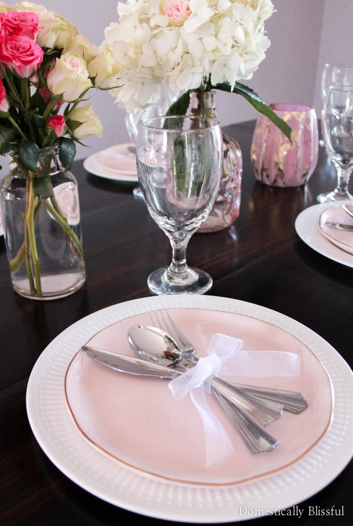 This Galentines tablescape is simple to create so that you will have more time to celebrate Valentine's with your lady friends!