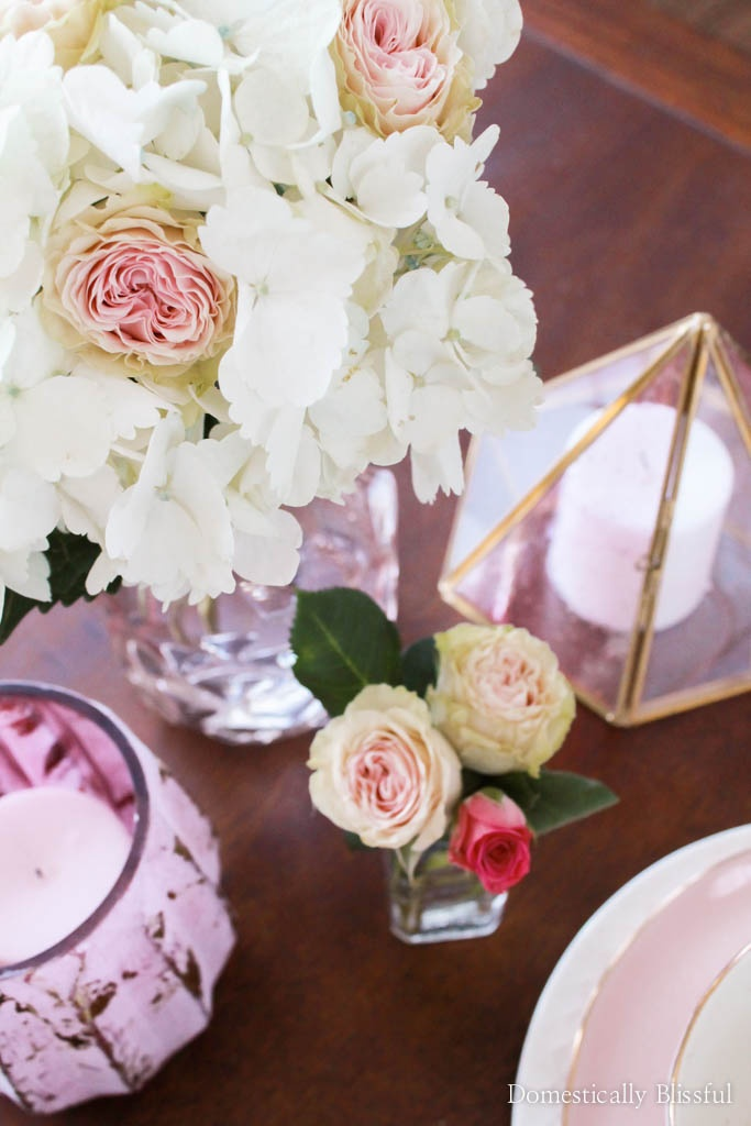 Valentine's Day is just around the corner! Here are 5 quick & easy tips on how to create a cozy Valentine's brunch for two.