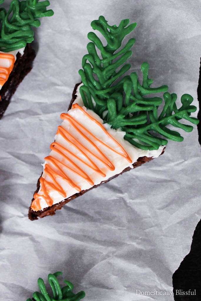 "These ""Carrot"" Brownies are a semi-homemade dessert that looks adorable & is really easy to create!"
