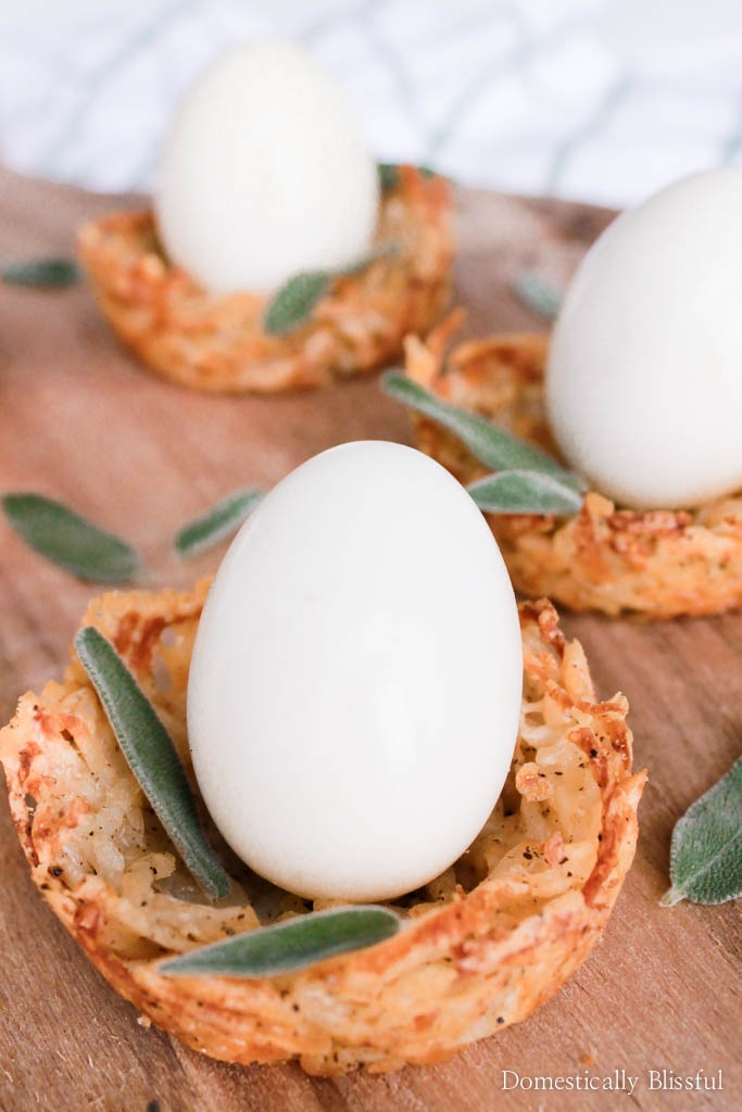 These individual Hash Browns Birds Nests are the perfect savory brunch recipe for spring & Easter!