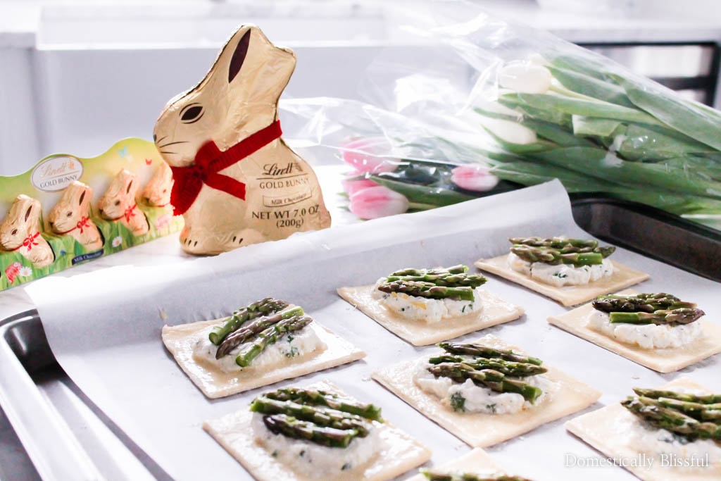 These Creamy Ricotta Asparagus Tarts are the perfect spring appetizer for your Easter party.