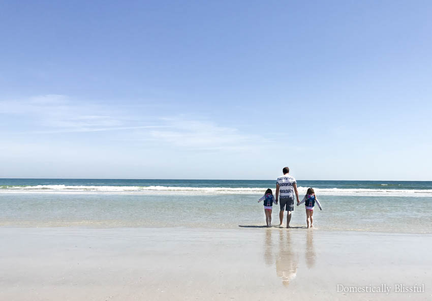 10 tips for taking good pictures on a crowded beach with your iPhone.