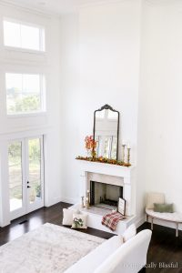 A Festive Fall Mantel to inspire your home decorating this season.