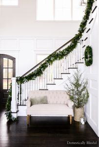 Entryway Christmas decor inspiration to help you decorate your home this holiday season.
