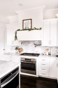 5 simple tips to keep a white kitchen clean.