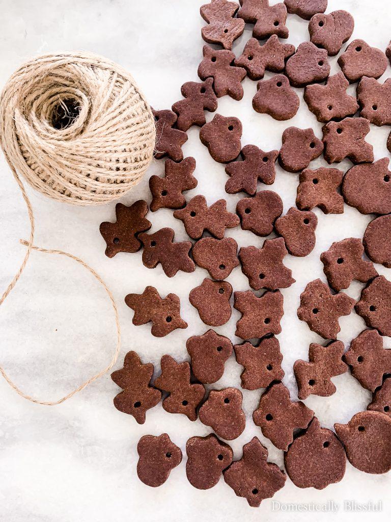 This DIY Pumpkin Spice Salt Dough Garland is a fun way to decorate your home with fall salt dough.