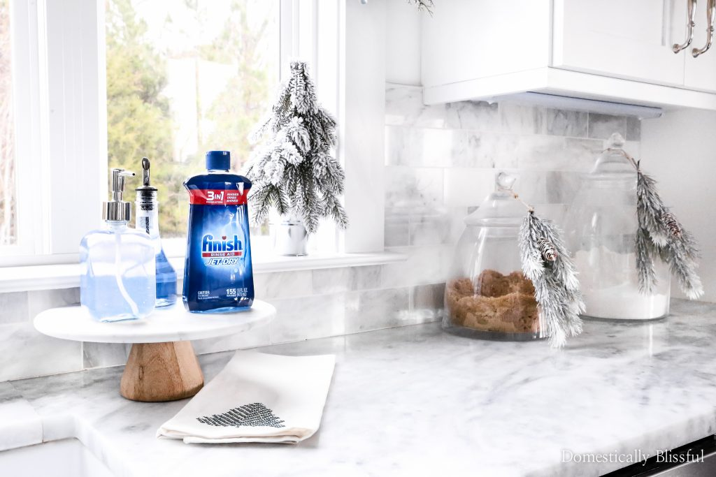 3 Tips to Keep Your Dishes Clean During the Holidays so that you have more time to spend with your family.